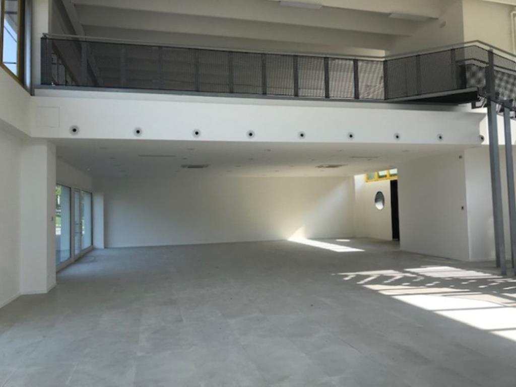 Funo Centergross (BO) – Affittasi locale commerciale